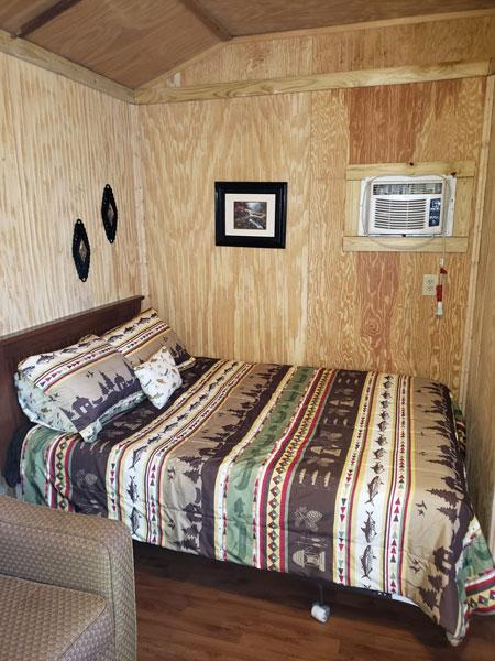 Alpine Hideaway Campground - Cabin 10 Bedroom