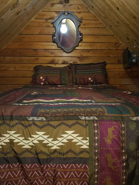 Alpine Hideaway Campground - Cabin 80 Loft Bedroom